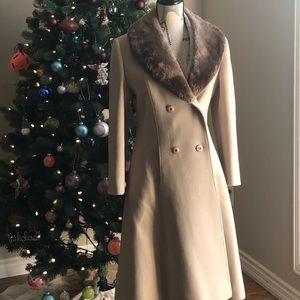 Vintage ladies coat 100% Pure Virgin Wool